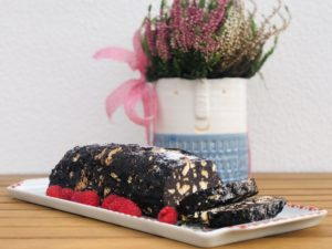 Chocolate salami is a traditional portuguese dessert sold in bakeries, supermarkets and even the local market. Chocolate salami is actually an incredibly easy recipe to make at home with only 5 ingredients!